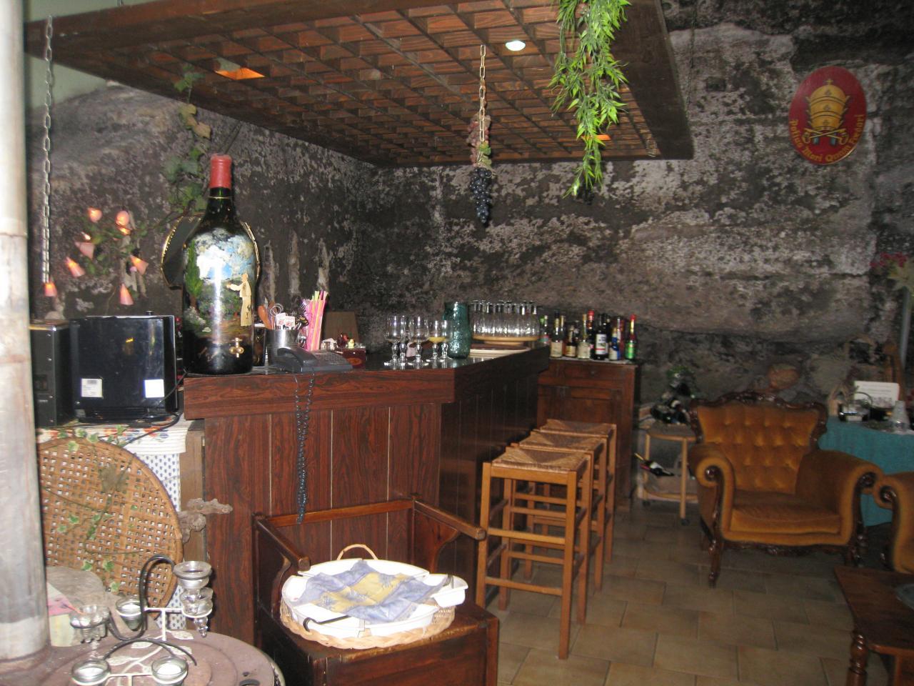 Bar taillé dans la roche